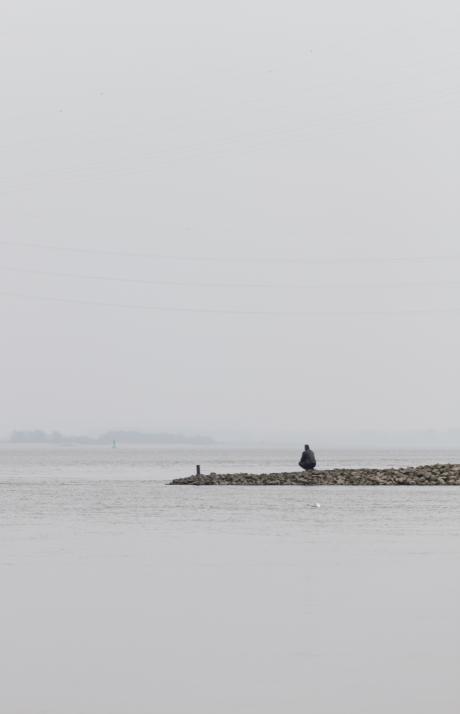 Mann am Wasser